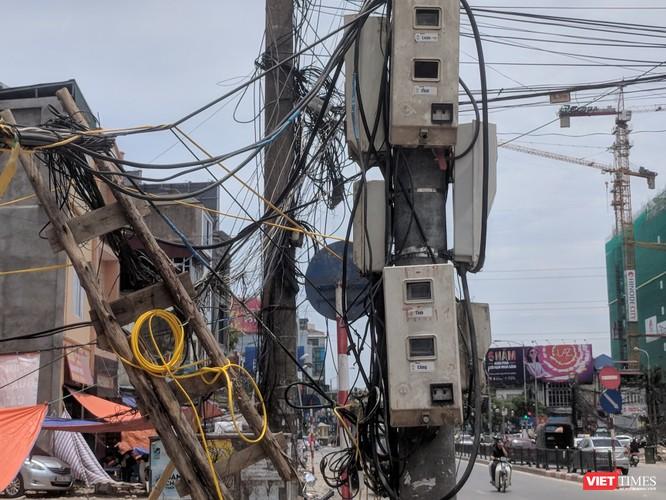 """Giật mình cáp viễn thông như """"liễu rủ"""" trên đường Minh Khai ảnh 1"""