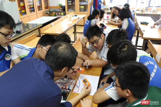 Thấy gì từ một trung tâm thí nghiệm vật lý dành cho học sinh ở Hà Nội? ảnh 3