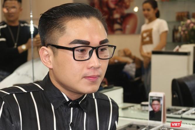 Cắt tóc giống Donald Trump - Kim Jong Un giá 0 đồng giữa lòng Hà Nội ảnh 4