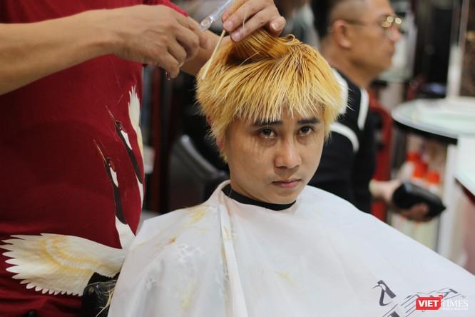 Cắt tóc giống Donald Trump - Kim Jong Un giá 0 đồng giữa lòng Hà Nội ảnh 3