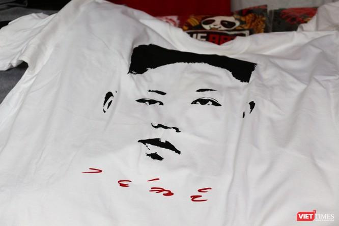 Gặp gỡ người đàn ông nhắn gửi thông điệp hòa bình qua những chiếc áo phông ảnh 7