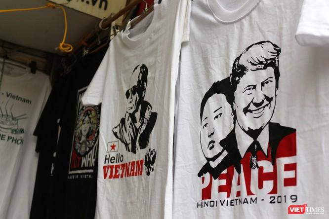 Gặp gỡ người đàn ông nhắn gửi thông điệp hòa bình qua những chiếc áo phông ảnh 9