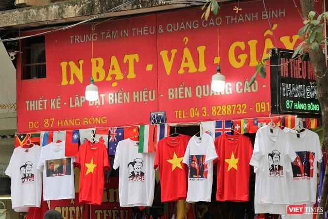 Gặp gỡ người đàn ông nhắn gửi thông điệp hòa bình qua những chiếc áo phông ảnh 15
