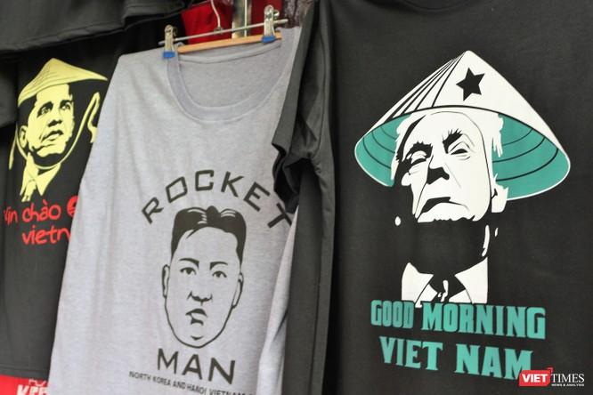Gặp gỡ người đàn ông nhắn gửi thông điệp hòa bình qua những chiếc áo phông ảnh 10