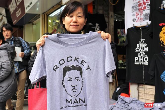 Gặp gỡ người đàn ông nhắn gửi thông điệp hòa bình qua những chiếc áo phông ảnh 6