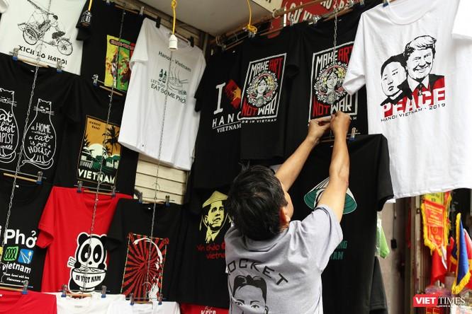 Gặp gỡ người đàn ông nhắn gửi thông điệp hòa bình qua những chiếc áo phông ảnh 12