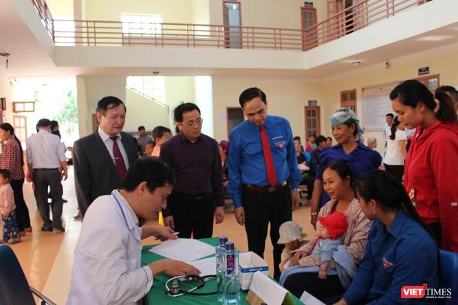 Các bác sĩ trẻ tình nguyện góp phần nâng cao chất lượng y tế ở vùng nghèo ảnh 1