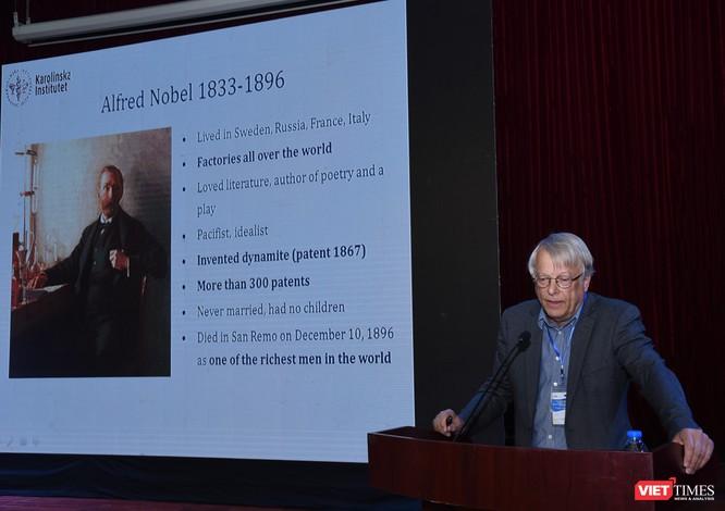 GS. Lars Olsen - Chủ tịch Ủy ban xét tặng giải Nobel Y sinh học
