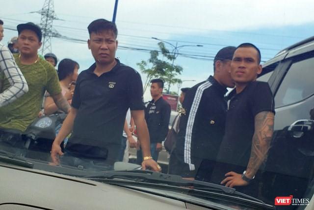 Các đối tượng chặn vây xe công an ở tỉnh Đồng Nai