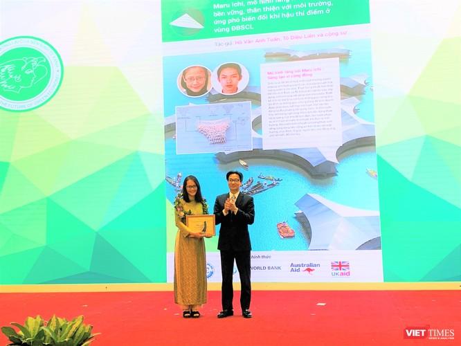 """Phó Thủ tướng Vũ Đức Đam trao Giải Đặc biệt cho dự án """"Làng nổi cộng sinh bền vững, thân thiện với môi trường"""""""