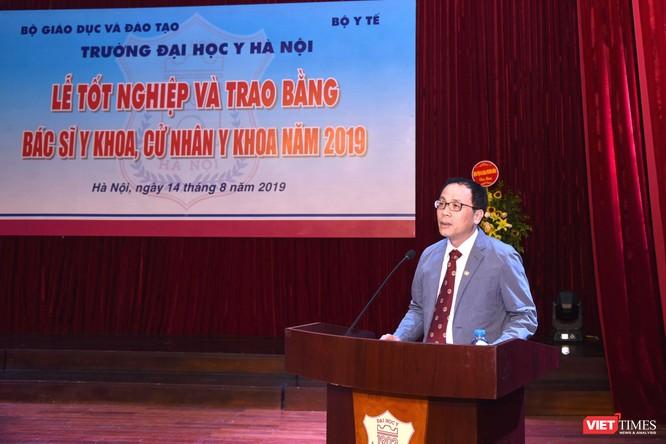 GS.TS. Tạ Thành Văn – Hiệu trưởng Trường Đại học Y Hà Nội phát biểu tại lễ trao bằng