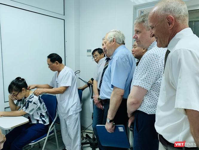 Các nhà khoa học Nga thăm Khoa YHCT của Trường Đại học Y Hà Nội