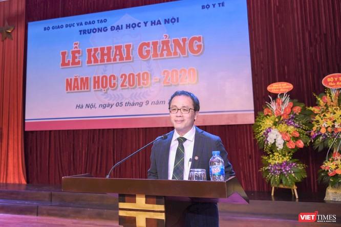 GS.TS. Tạ Thành Văn - Hiệu trưởng Trường Đại học Y Hà Nội – chào mừng các tân sinh viên