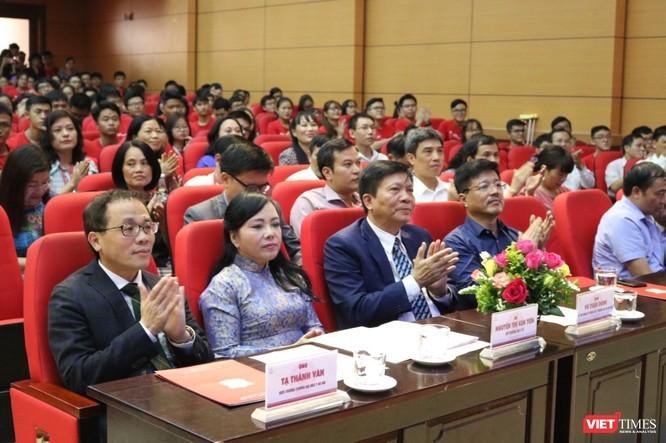 Các đại biểu dự lễ khai giảng