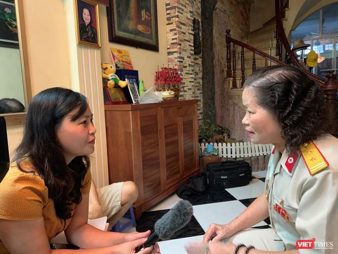 Bà Quý kể lại chuyện bà chứng kiến lúc y tá Ngô Thị Oanh hát cho Hồ Chủ tịch nghe những ngày cuối đời, tháng 8/1969