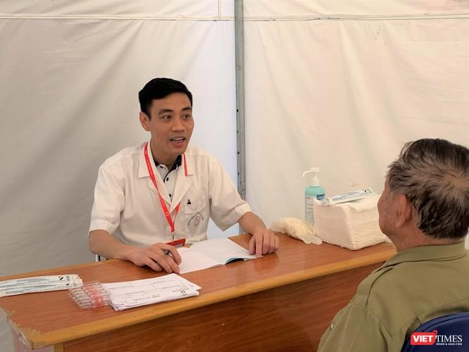 Trường Đại học Y Hà Nội: Khám bệnh và phát thuốc miễn phí cho hơn 100 người cao tuổi ảnh 4