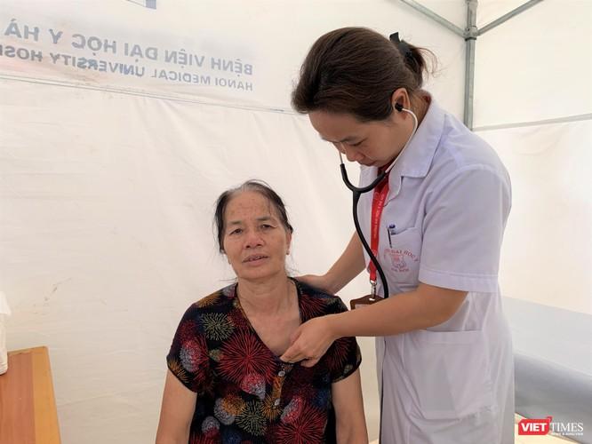 Trường Đại học Y Hà Nội: Khám bệnh và phát thuốc miễn phí cho hơn 100 người cao tuổi ảnh 5