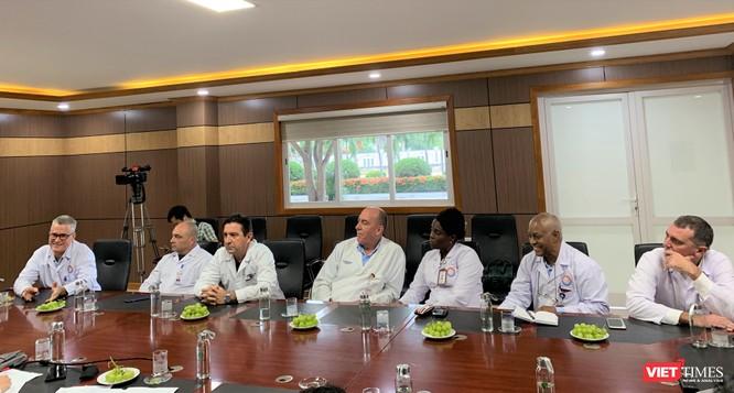 Các chuyên gia Cuba đang làm việc tại BV Hữu nghị VN - CB ĐH