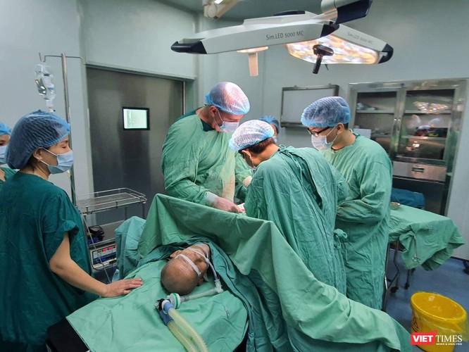 Chuyên gia Cuba phẫu thuật cho bệnh nhân ung thư tại BV Hữu Nghị VN - CB ĐH