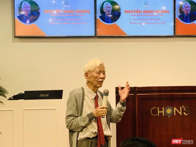 Ông Nguyễn Đình Hương chia sẻ tại buổi ra mắt cuốn sách