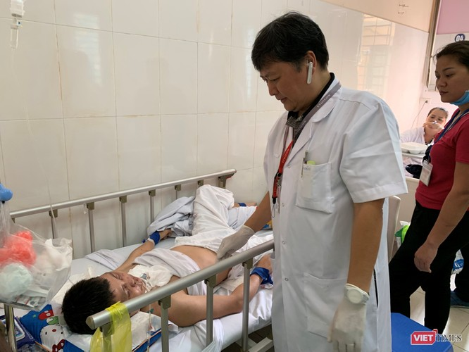 Kiểm tra tình trạng bệnh nhân