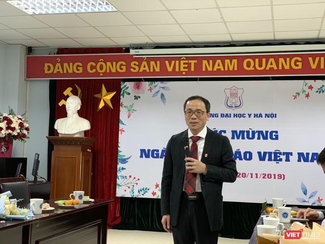 GS.TS. Tạ Thành Văn – Hiệu trưởng Trường Đại học Y Hà Nội - báo cáo tình hình hoạt động của Trường với các thế hệ đi trước
