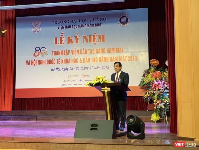 PGS.TS. Lương Ngọc Khuê – Cục trưởng Cục quản lý Khám, chữa bệnh (Bộ Y tế) ghi nhận nỗ lực của Viện Đào tạo RHM