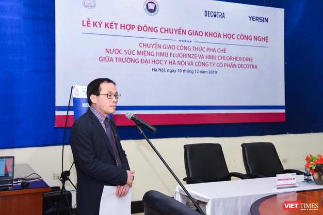 GS.TS Tạ Thành Văn - Hiệu trưởng Trường Đại học y Hà Nội - phát biểu tại lễ ký kết