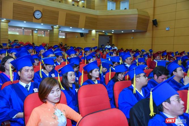 Các tân bác sĩ chuyên khoa II, I và thạc sĩ tại lễ tốt nghiệp