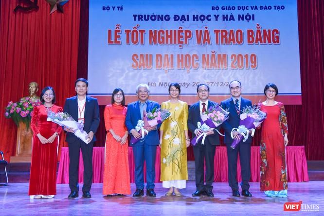 Trao Bằng tốt nghiệp cho gần 800 tân bác sĩ chuyên khoa cấp II và thạc sĩ được đào tạo theo hướng chuẩn quốc tế ảnh 15