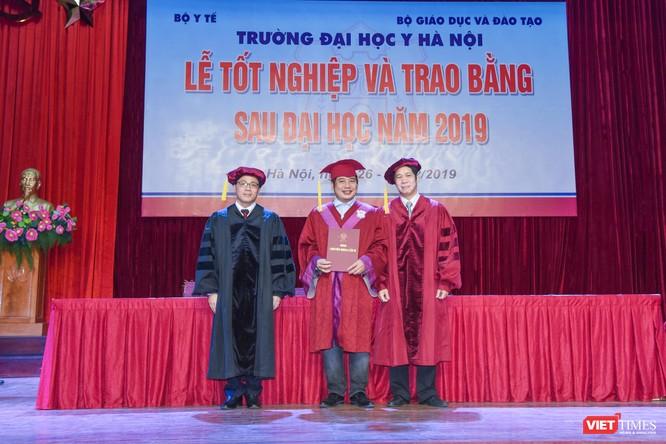 Trao Bằng tốt nghiệp cho gần 800 tân bác sĩ chuyên khoa cấp II và thạc sĩ được đào tạo theo hướng chuẩn quốc tế ảnh 6
