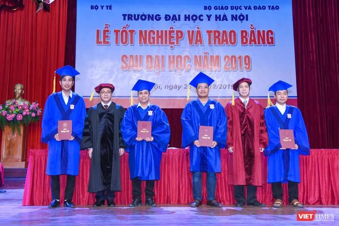 Trao Bằng tốt nghiệp cho gần 800 tân bác sĩ chuyên khoa cấp II và thạc sĩ được đào tạo theo hướng chuẩn quốc tế ảnh 11
