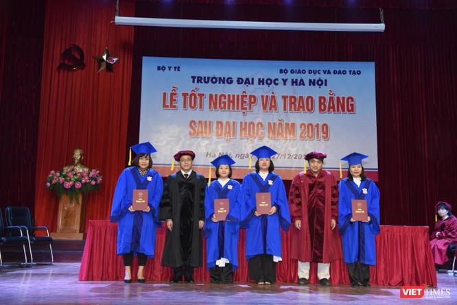 Trao Bằng tốt nghiệp cho gần 800 tân bác sĩ chuyên khoa cấp II và thạc sĩ được đào tạo theo hướng chuẩn quốc tế ảnh 13