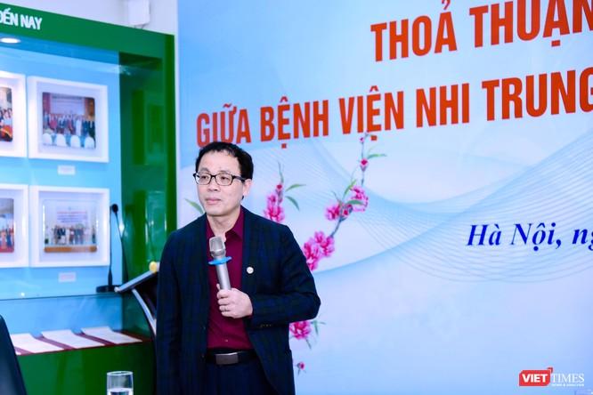 GS.TS Tạ Thành Văn – Hiệu trưởng Trường Đại học Y Hà Nội phát biểu tại lễ ký kết