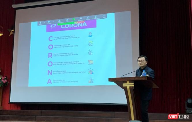 BS. Vũ Quốc Đạt –giảng viên Trường Đại học Y Hà Nội – đưa ra những kiến thức khoa học phản bác những hiểu biết sai lầm về Coronavề phòng bệnh