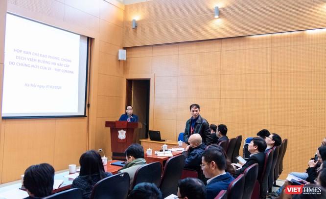 PGS.TS. Phạm Ngọc Minh - Trưởng Phòng Tổ chức - Cán bộ báo cáo kế hoạch với Ban Chỉ đạo