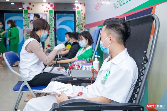 Các thầy thuốc hưởng ứng việc hiến máu cho điều trị tại các BV