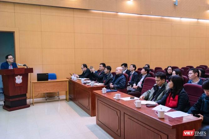 GS.TS. Tạ Thành Văn phân công cụ thể công việc cho từng thành viên Ban Chỉ đạo