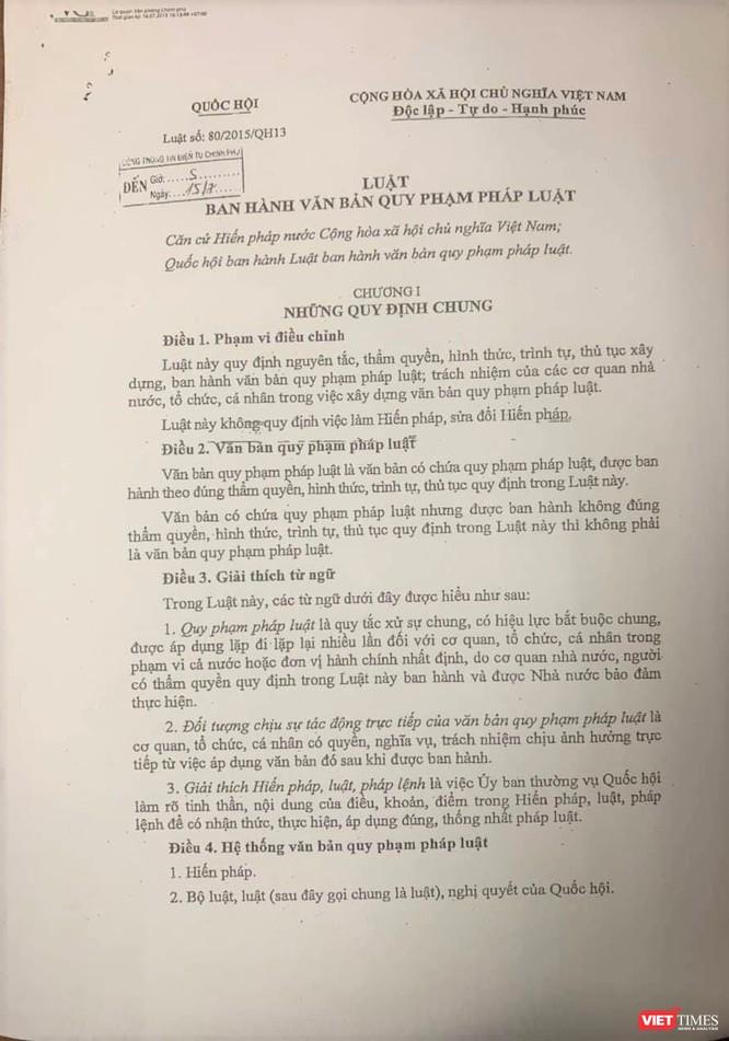 UBND quận Hà Đông căn cứ vào Luật số 80 để áp dụng Luật Xây dựng năm 2014 (ra đời sau Luật xử lý vi phạm hành chính 2012) là đúng pháp luật