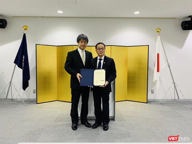 GS. Ichimura – Hiệu trưởng Trường Y tế công cộng (thuộc Đại học Kanazawa) khẳng định GS. Tạ Thành Văn đã có nhiều hoạt động và thành tựu nổi bật trong lĩnh vực đào tạo và nghiên cứu khoa học.