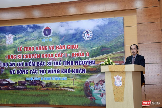 PGS.TS. Vũ Xuân Phú – Phó Giám đốc Bệnh viện Phổi Trung ương phát biểu tại lễ bàn giao