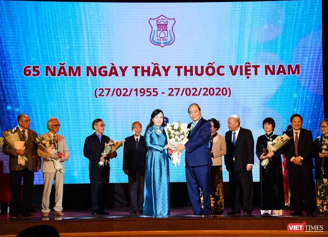 2 nữ nguyên Bộ trưởng Bộ Y tế, PGS.TS. Nguyễn Thị Trung Chiến và PGS.TS. Nguyễn Thị Kim Tiến, được vinh danh