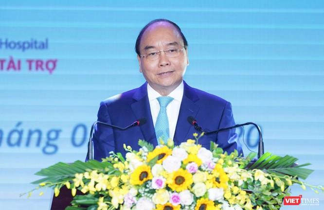 Thủ tướng Nguyễn Xuân Phúc đánh giá cao cống hiến của các thầy thuốc, trong đó có Trường Đại học Y Hà Nội