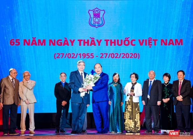 Thủ tướng vinh danh các giáo sư, trí thức có nhiều đóng góp cho Trường Đại học Y Hà Nội và y học nước nhà