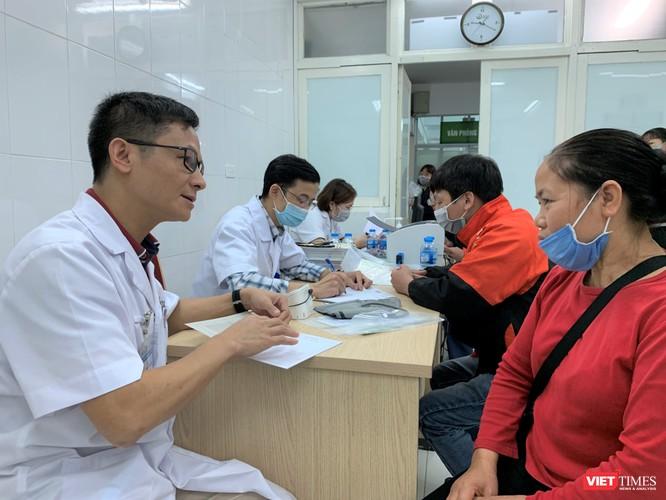 TS. Nguyễn Thế Cường – Trưởng Khoa Thận lọc máu, Bệnh viện Hữu nghị Việt Đức - tư vấn cho người dân phát hiện và điều trị bệnh thận