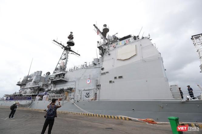 """""""Đột nhập"""" tuần dương hạm USS Bunker Hill vừa cập cảng Đà Nẵng ảnh 2"""