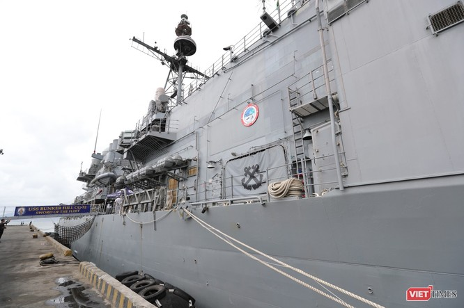 """""""Đột nhập"""" tuần dương hạm USS Bunker Hill vừa cập cảng Đà Nẵng ảnh 3"""