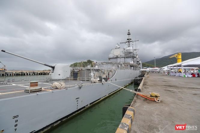 """""""Đột nhập"""" tuần dương hạm USS Bunker Hill vừa cập cảng Đà Nẵng ảnh 6"""
