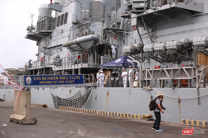 """""""Đột nhập"""" tuần dương hạm USS Bunker Hill vừa cập cảng Đà Nẵng ảnh 7"""