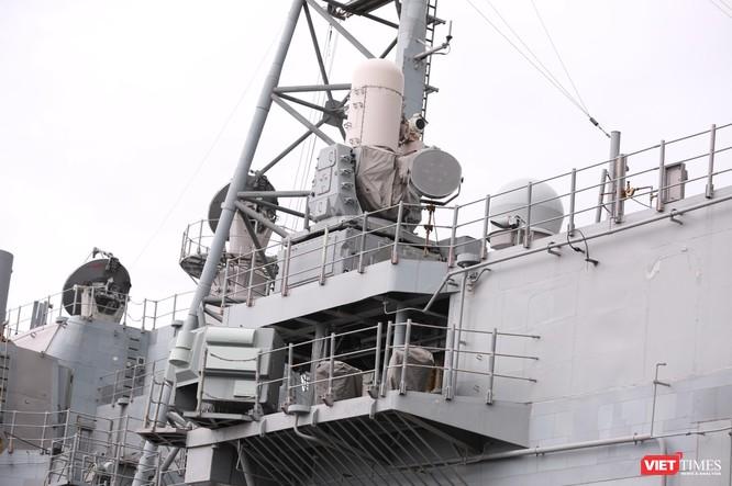 """""""Đột nhập"""" tuần dương hạm USS Bunker Hill vừa cập cảng Đà Nẵng ảnh 9"""